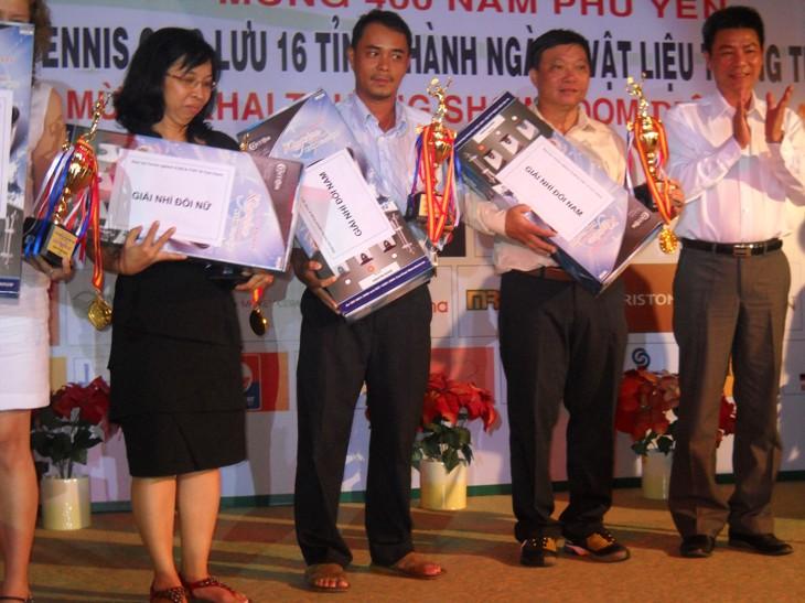 tai-tro-giai-tennis-nganh-VLXD-nam-2011-tai-TPHCM